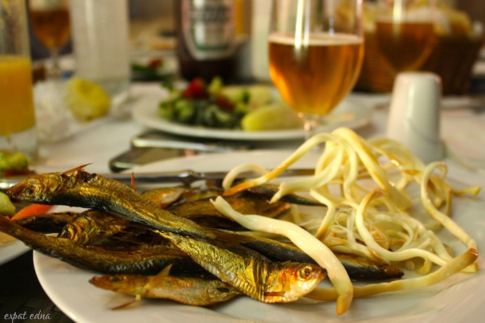 http://1news.az/uploads/images/35%20-%20beer-snacks-Caspian-fish-and-smoked-cheese.jpg